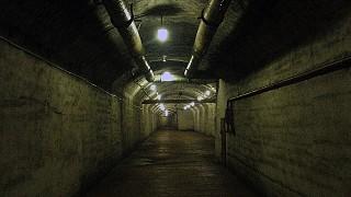 Один из мрачных коридоров подземного завода
