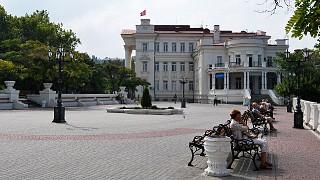 Приморский бульвар. Здание Дворца детства и юности (Дома пионеров)