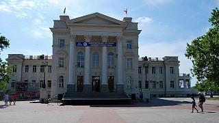 Дворец детства и юности (бывший Дворец пионеров) на Приморском бульваре