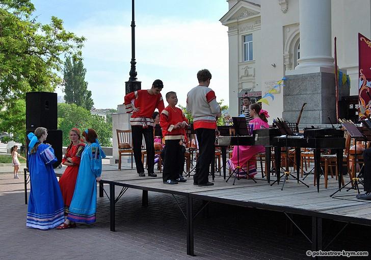 Концерты у Дворца детства и юности - частое явление