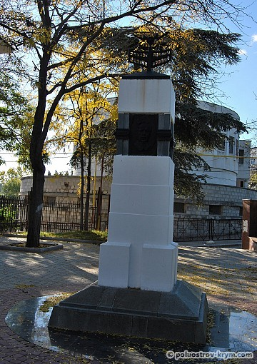 Памятник «В честь 100-летия изобретения радио А.С. Поповым» на Матросском бульваре
