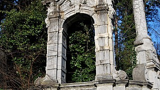 Дворик перед восточным фасадом дворца Александра III