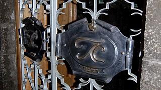 Ворота в сокровищницу. На них — инициалы Льва Сергеевича Голицына