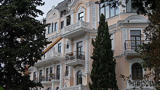 Один из респектабельных отелей Ялты