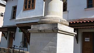 Екатерининская миля у входа в Ханский дворец