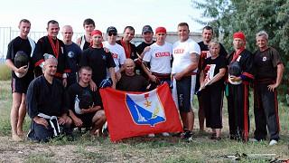Участники летнего лагеря по комбатану