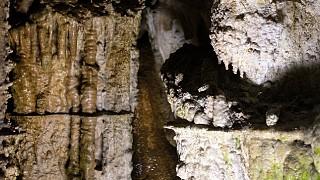 Натечные образования на стенах пещеры