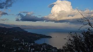 Облака над море