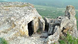 Пещера на южном мысу плато