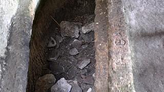 Пещерная церковь с баптистерием: гробница