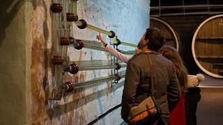 После транспортировки по проводу вина, провод тщательно промывается водой