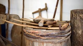Старинные инструменты для работы в поле и на огороде