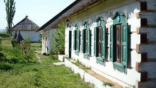 Старинные хаты перевезены из Полесья