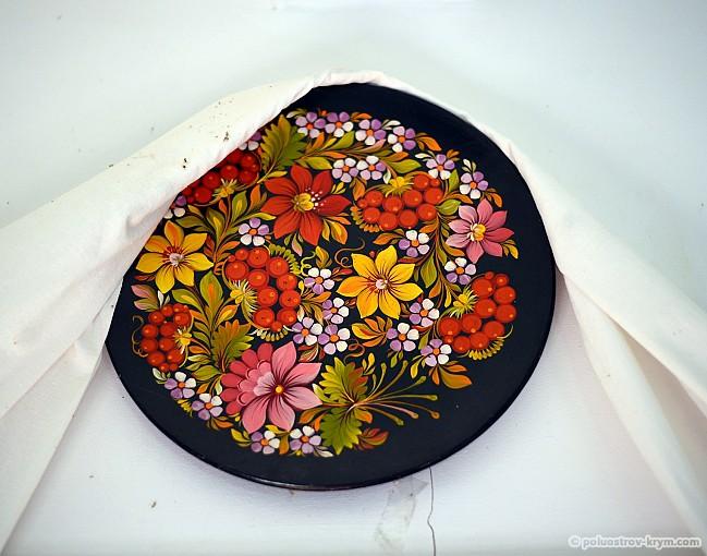 Тарелка с петриковской росписью