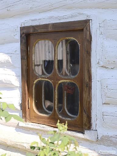 Пучок калины в окне означает, что в доме есть девица на выданье