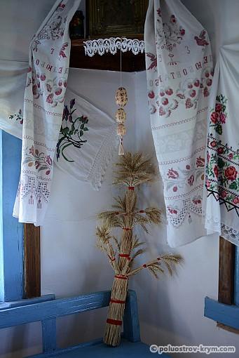 Дидух — дедовский дух, т.е. всех предков рода. Семейный оберег