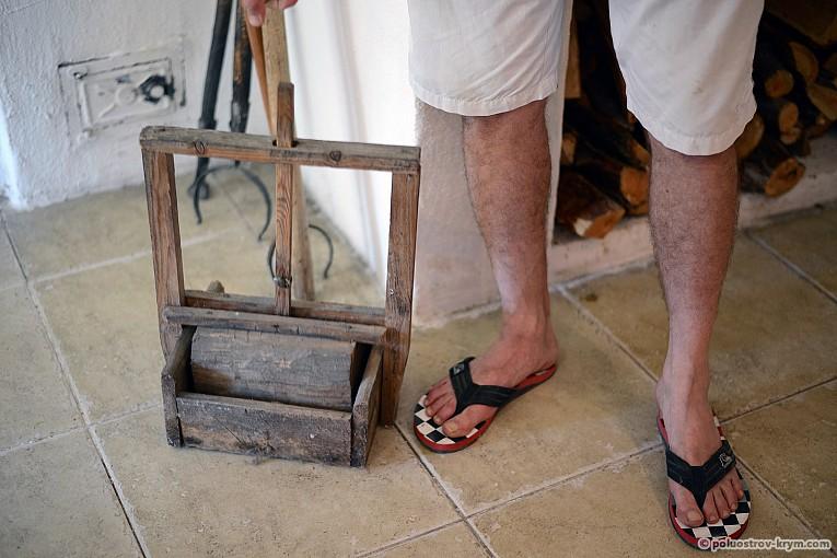 Старинная деревянная мышеловка
