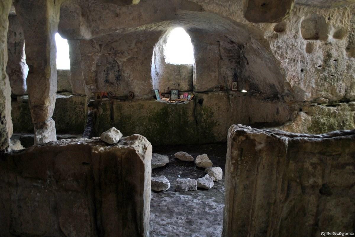 В пещере Тепе-Кермен