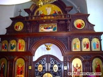 Иконостас церкви Святой Нины в Гаспре