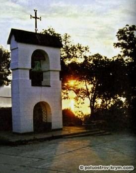 Храм Покрова Пресвятой Богородицы в Нижней Ореанде. Звонница