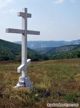 Поклонный крест на перевале Лаки. Автор фото Ольга Иутина