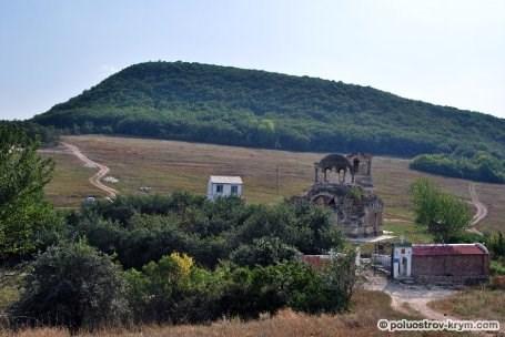 Вид на Лакскую долину и церковь св. Луки. Автор фото Ольга Иутина