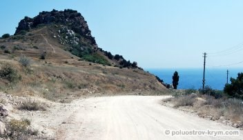 Дорога из Балаклавы к пляжу в Василевой балке. Фото Ольги Иутиной