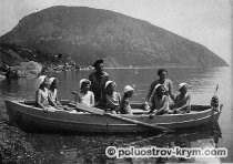 Катание на лодке. Июнь 1941 года... Фото с сайта http://www.artekovetc.ru