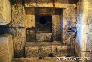 Погребальная камера Мелек-Чесменского кургана в Керчи. Автор фото Ольга Иутина