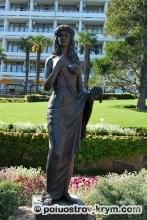 Статуя древнеиталийской богини весны и цветения. Парк