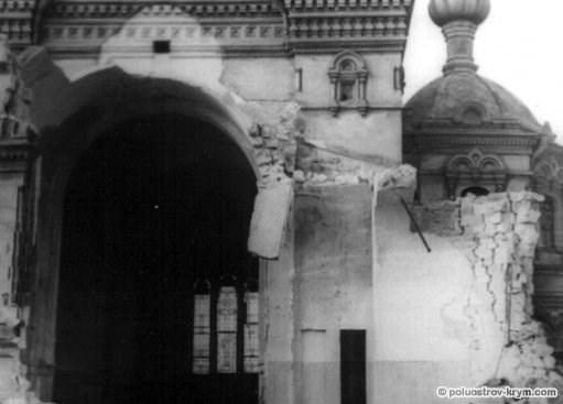 Покровский собор, разрушенный во время ВОВ. 1942 год. Фото с сайта www.gosarhiv.sev.net.ua