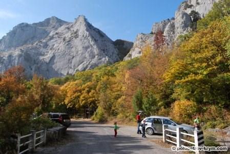 Крым. Начало подъема на перевал Чертова лестница, древняя дорога, ведущая из лесных районов горного Крыма на Южный берег